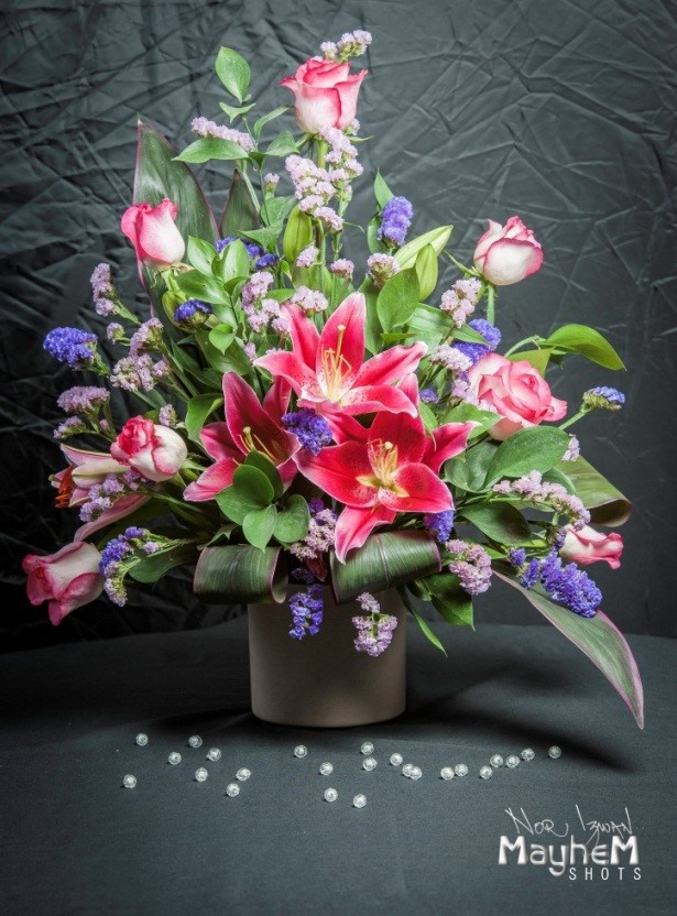 asymmetrical, flower, arrangement, myreika